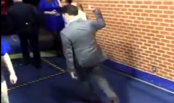 Rick Pitino Gives the Middle Finger to Kentucky Fans