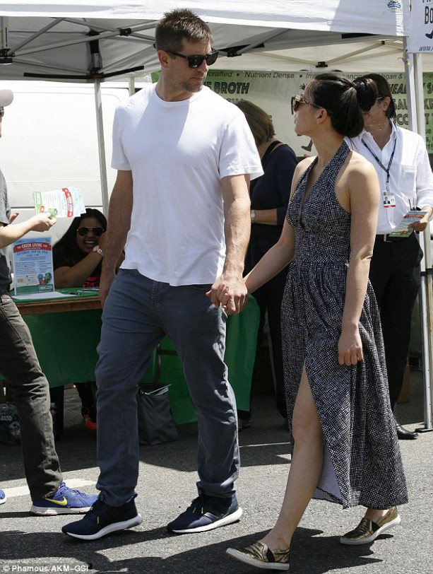 Aaron Rodgers and Olivia Munn Farmer's Market Friendly