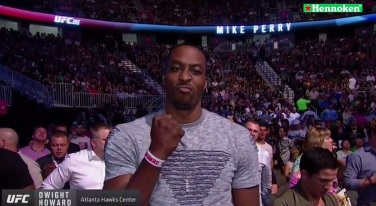 WATCH: Hawks center Dwight Howard gets booed at UFC 202