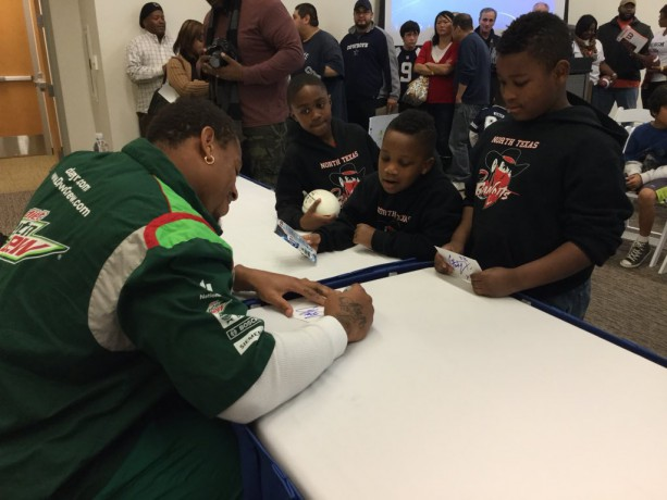 Cowboys Greg Hardy Gives Back