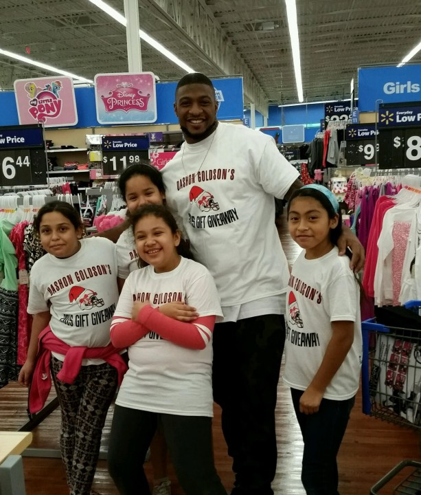 Dashon Goldson Hosts 50 Children for Gift Giveaway Event