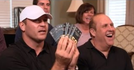 Brian Urlacher Surprises Fan with 50 Tickets to the Super Bowl