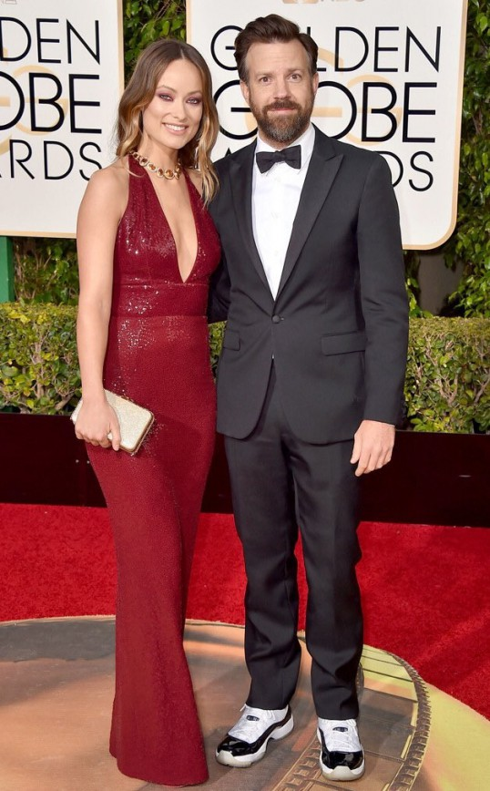 Jason Sudeikis Brings out the Jordans for the Golden Globes