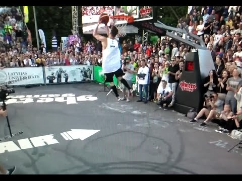 This is What a 720 Dunk Looks Like