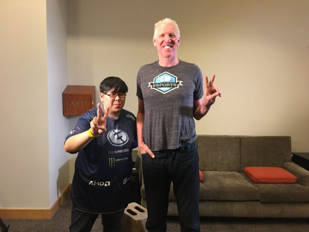 Bill Walton Hangs with Legendary Gamer