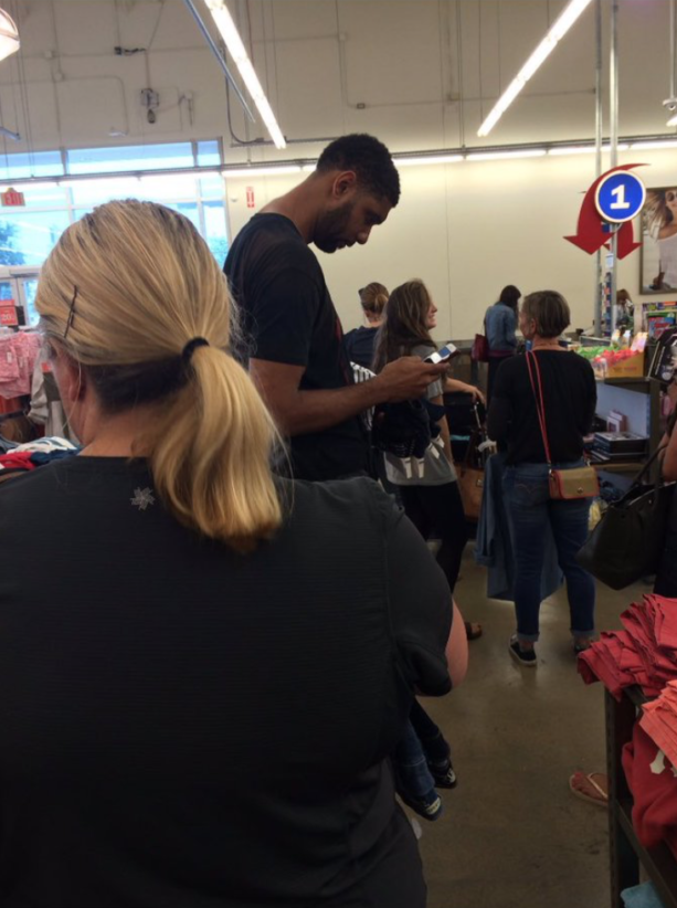 Tim Duncan Waiting In Line At Old Navy