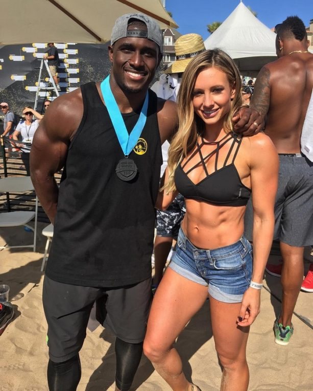 Reggie Bush Gets Friendly with Fitness Chick